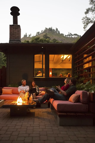 Glen Oaks Big Sur Roadhouse fire pit